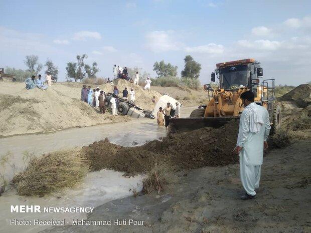 سقوط ماشین سنگین با ۴ سرنشین در رودخانه گیتو هیان زرآباد