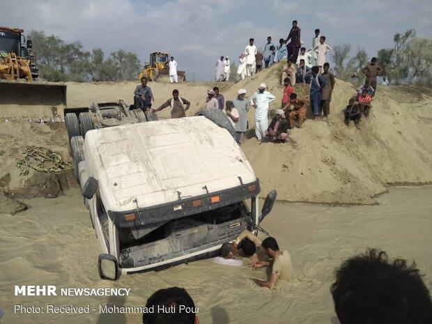 سقوط ماشین سنگین با 4 سرنشین در رودخانه گیتو هیان زرآباد