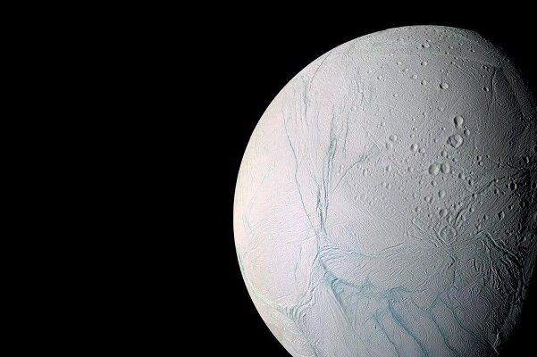 راز نوارهای سطح ماه زحل مشخص شد