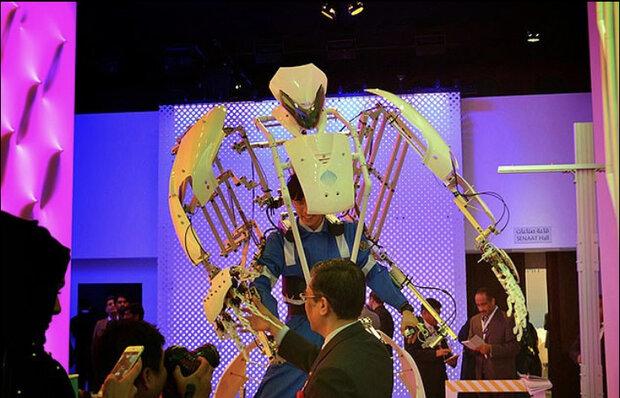 اگزواسکلتونی که انسان را به ربات ۸ فوتی تبدیل می کند