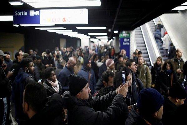 فرانس میں پینشن اصلاحات کے خلاف ہڑتال جاری