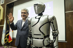 """İran yapımı """"Surena-4"""" robotu tanıtıldı"""