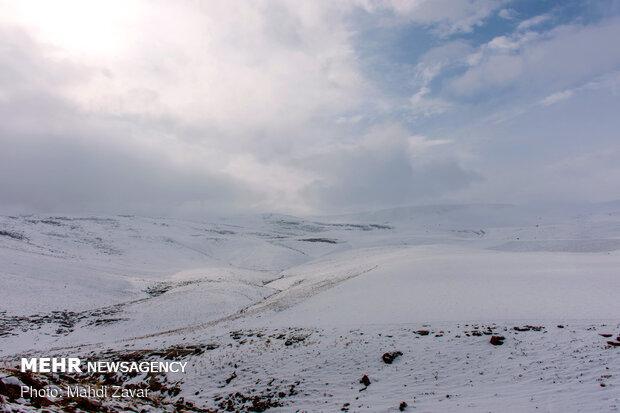 ۳۰ سانتی متر برف در ارتفاعات رامسر به زمین نشست
