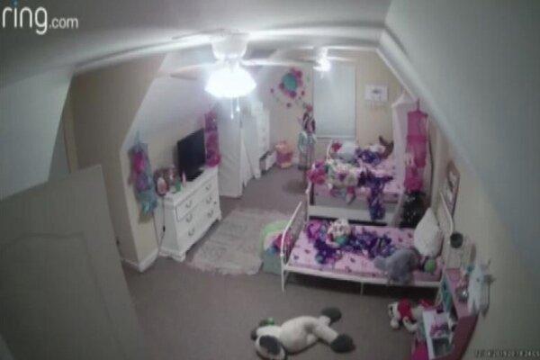 هکری با نفوذ به دوربین نظارتی یک دختر بچه را ترساند