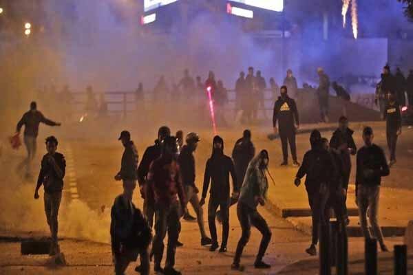 درگیری میان نیروهای ضد شورش و معترضان در بیروت
