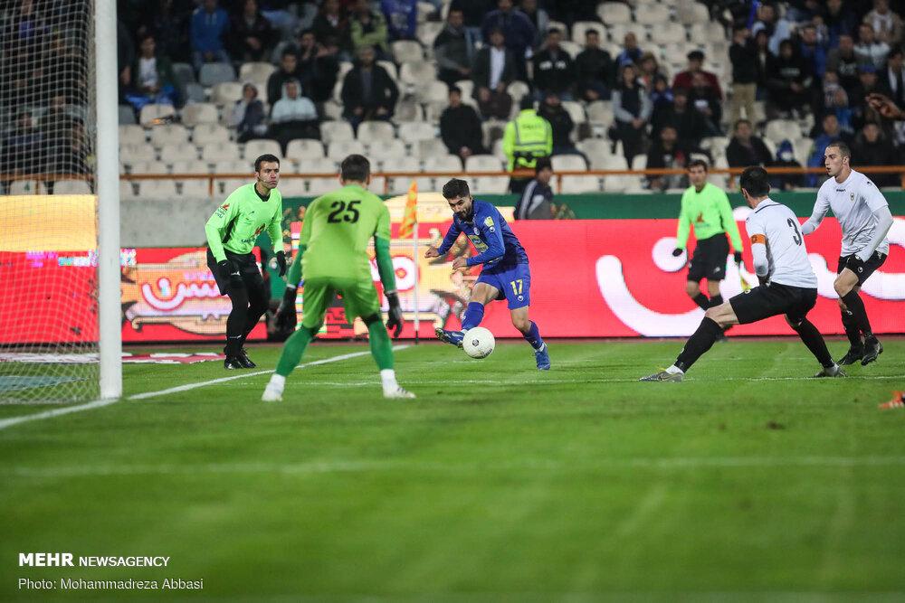 دیدار تیم های فوتبال  استقلال تهران و شاهین بوشهر