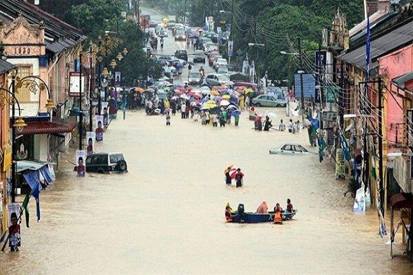 Malezya'da sel yaklaşık 4 bin kişiyi yerinden etti