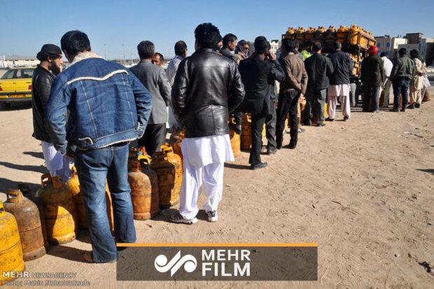 سیستان اور بلوچستان میں لوگ گیس کی صف میں کھڑے