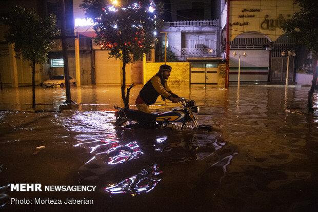 خوزستان در آب باران غرق شد/ خانه مردم میزبان مخلوط فاضلاب و باران