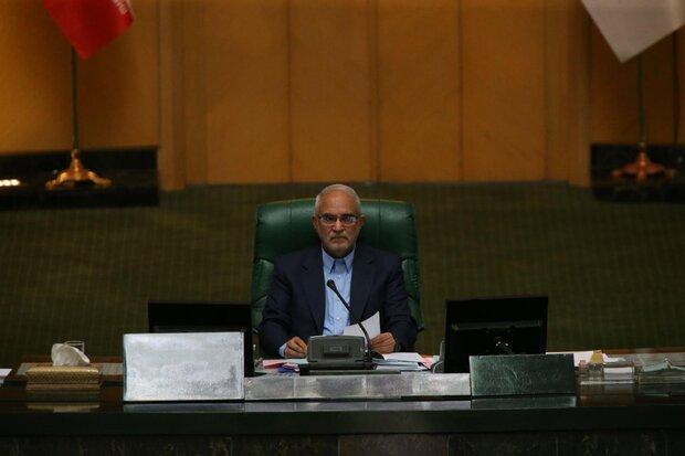 نائب ايراني يكشف عن توجيه انذار للسفير البريطاني لدى طهران