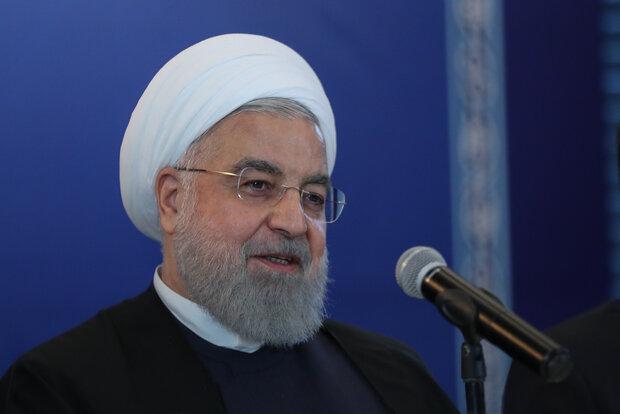 Ruhani, dünya liderlerine yeni miladi yılı kutladı
