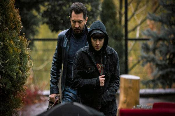 بهرام رادان بازیگر سینما که سال گذشته فیلم سینمایی «گربه سیاه» را در مقام تهیهکننده تولید کرده بود، تأکید دارد که برای ساخت این فیلم هیچ پولی از هیچ سازمانی نگرفته است.