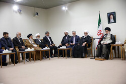 قائد الثورة الإسلامية يؤكد على أهمية تكريم الشخصيات الدينية البارزة