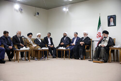Leader receives officials of commemoration ceremony of late 'Ayatollah Ta'alohi'