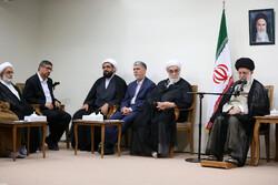 رہبر معظم سے آیت اللہ تآلہی کی یاد منعقد کرنے والی کمیٹی کی ملاقات