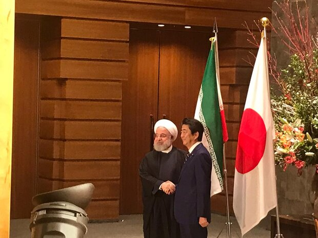 Japanese PM receives Pres. Rouhani in Tokyo