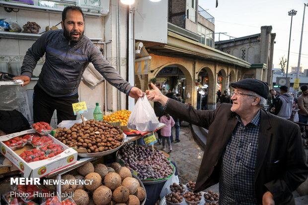 خرید شب یلدا در بازار سنتی تجریش