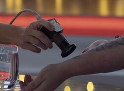 زن بیونیک مجهز به تراشه و آهن ربا شد