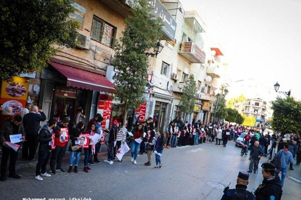 VIDEO: Human chain in solidarity with prisoners in occupied lands' prisons in Ramallah