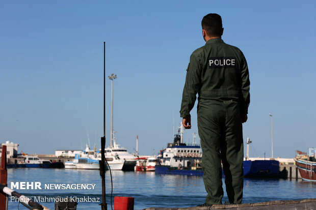 Maritime guards seize 44,000 liters of smuggled fuel in S. Iran