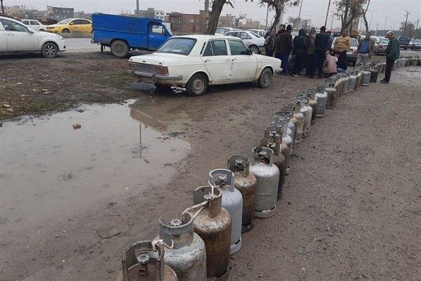صف های طویل گاز مایع در آذربایجان غربی/مسئولان پاسخگو نیستند