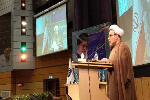 ۷۱حوزه علمیه در تهران مستقر است/توجه به اقامه نماز در مدارس