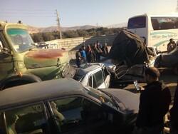 تصادف زنجیره ای ۵ خودرو در اسلامشهر/۲ نفر مصدوم شد
