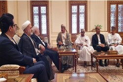 Zarif, Omani minister of Palace Office discuss expansion of ties