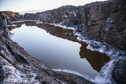 قم کے نمک پہاڑ میں بہت بڑے شگاف پیدا ہوگئے ہیں