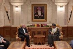ظريف يستعرض مع نائب سلطان عمان آخر المستجدات الاقليمية