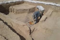 کشف کتیبه تاریخی دوران اسلامی در شهرستان سمیرم/نام ایران با خط عربی در کتیبه مشاهده شد