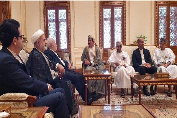 ظریف با وزیر دفتر سلطان قابوس دیدار کرد