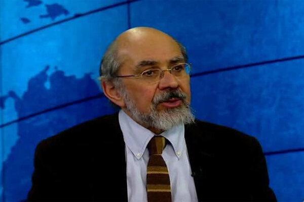 بررسی زمینههای تاریخی و اجتماعی دو انقلاب بزرگ ایران معاصر