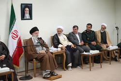 رہبر معظم سے صوبہ ہرمزگان میں شہداء کی یاد منانے والی کمیٹی کی ملاقات
