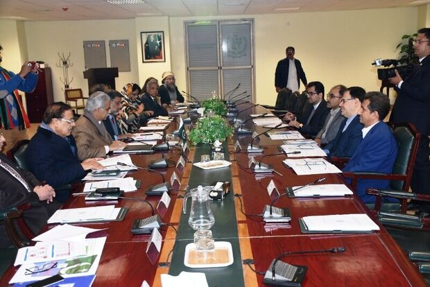 Iran, Pakistan mull over further coop. in health sector