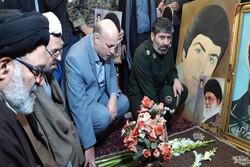 مزار شهدای ۱۰ دی ۵۷ورامین با حضور مردم مومن و انقلابی گلباران شد