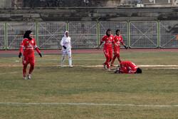 تیم فوتبال وچان کردستان با سه گل ذوب آهن اصفهان را شکست داد