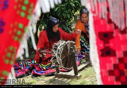 WCC experts visit weavers, workshops in Iranian village