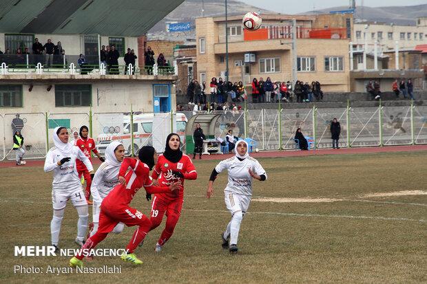 دیدار تیمهای فوتبال بانوان وچان کردستان و شهرداری بم