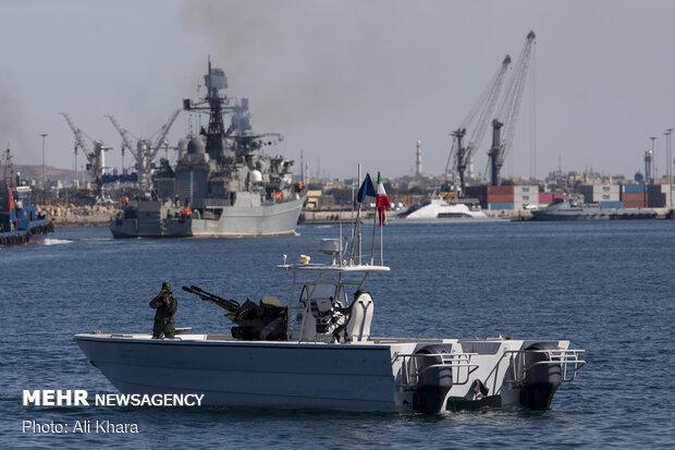 قایق های تند روی سپاه پاسداران در حاشیه ورود ناوهای روسیه و چین به اسکله شهید بهشتی بندر چابهار