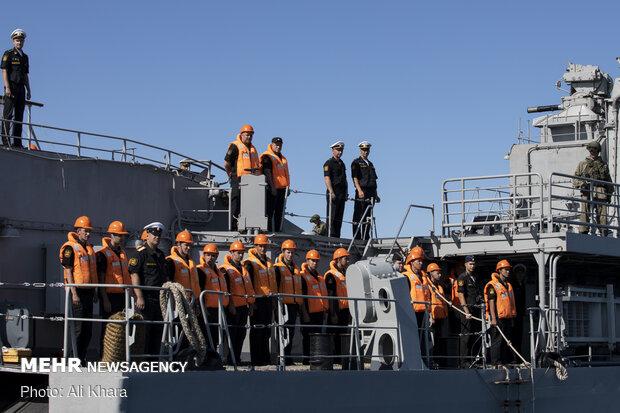 کارکنان ناو روسی Yaroslav Mudry در دریای عمان