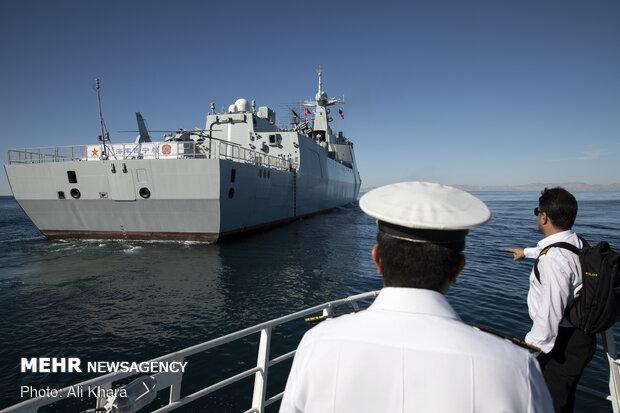 استقبال نیروی دریای ارتش جمهوری اسلامی ایران از ناو چینی Xining  در دریای عمان