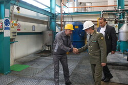 بازدید وزیر دفاع از مجتمع های کشاورزی و تولیدی در ورامین