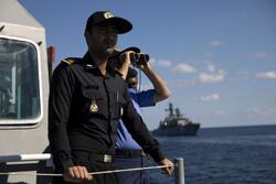 السفن الايرانية والروسية والصينية تدمر أهدافها خلال المناورات في بحر عمان