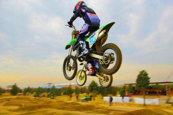 مسابقات موتورکراس بانوان قهرمانی کشور برگزار شد