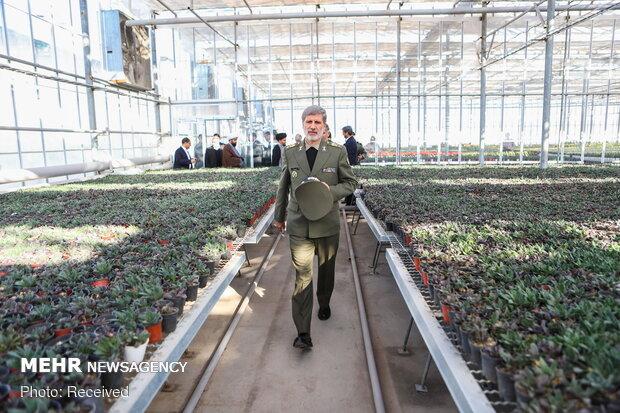 بازدید وزیر دفاع از مجتمع های کشاورزی، دامپروری و روغن کشی سازمان اتکا در ورامین