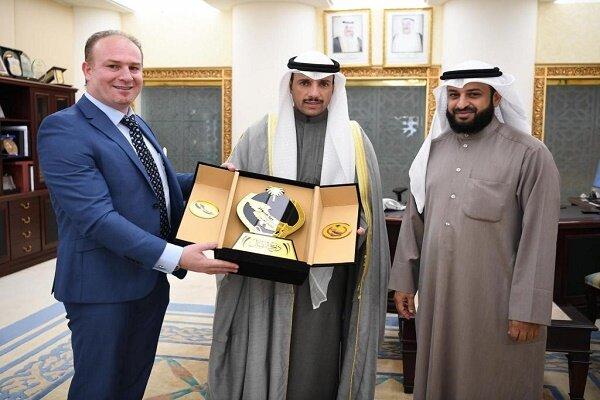 اعطای نشان «سپر رزمی» از سوی رئیس پارلمان کویت به شخصیت ضد ایرانی