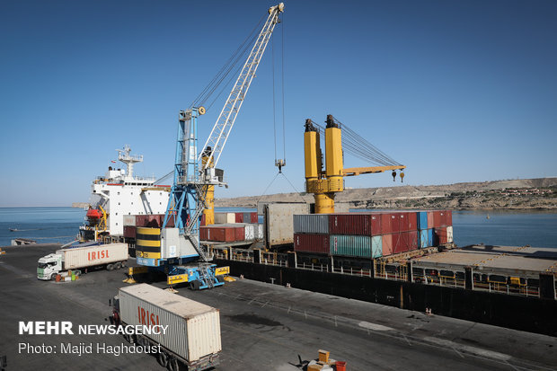 Iran, Oman ink coop. agreement in shipping, maritime field