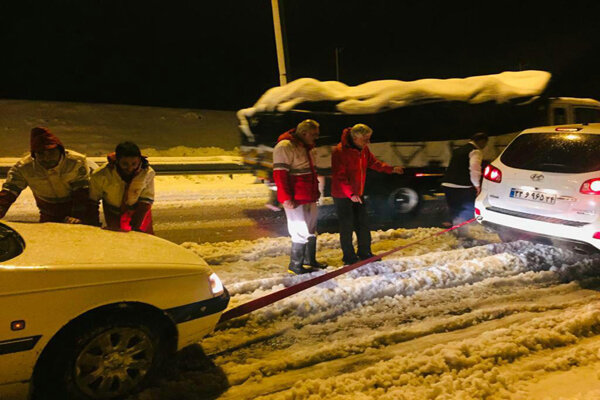 امدادرسانی به ۲۵۲ لرستانی گرفتار در برف/ ۹۱ خودرو رهاسازی شد