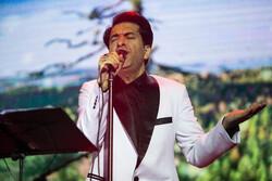 İranlı şarkıcı Motamedi'nin konserinden kareler